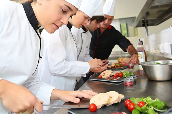 לימודי בישול וקונדיטוריה בחו